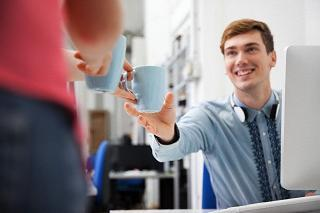 Выпейте кофе с коллегами